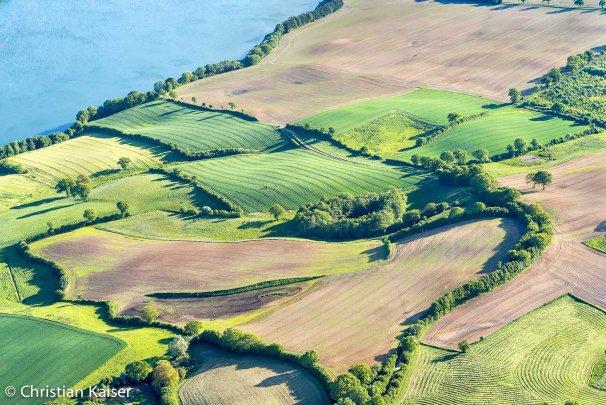 Knicklandschaft Luftbild am See