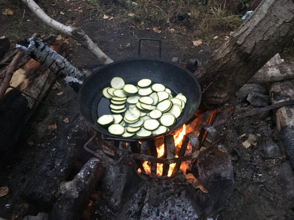 Zuccini in the WOK on the fire