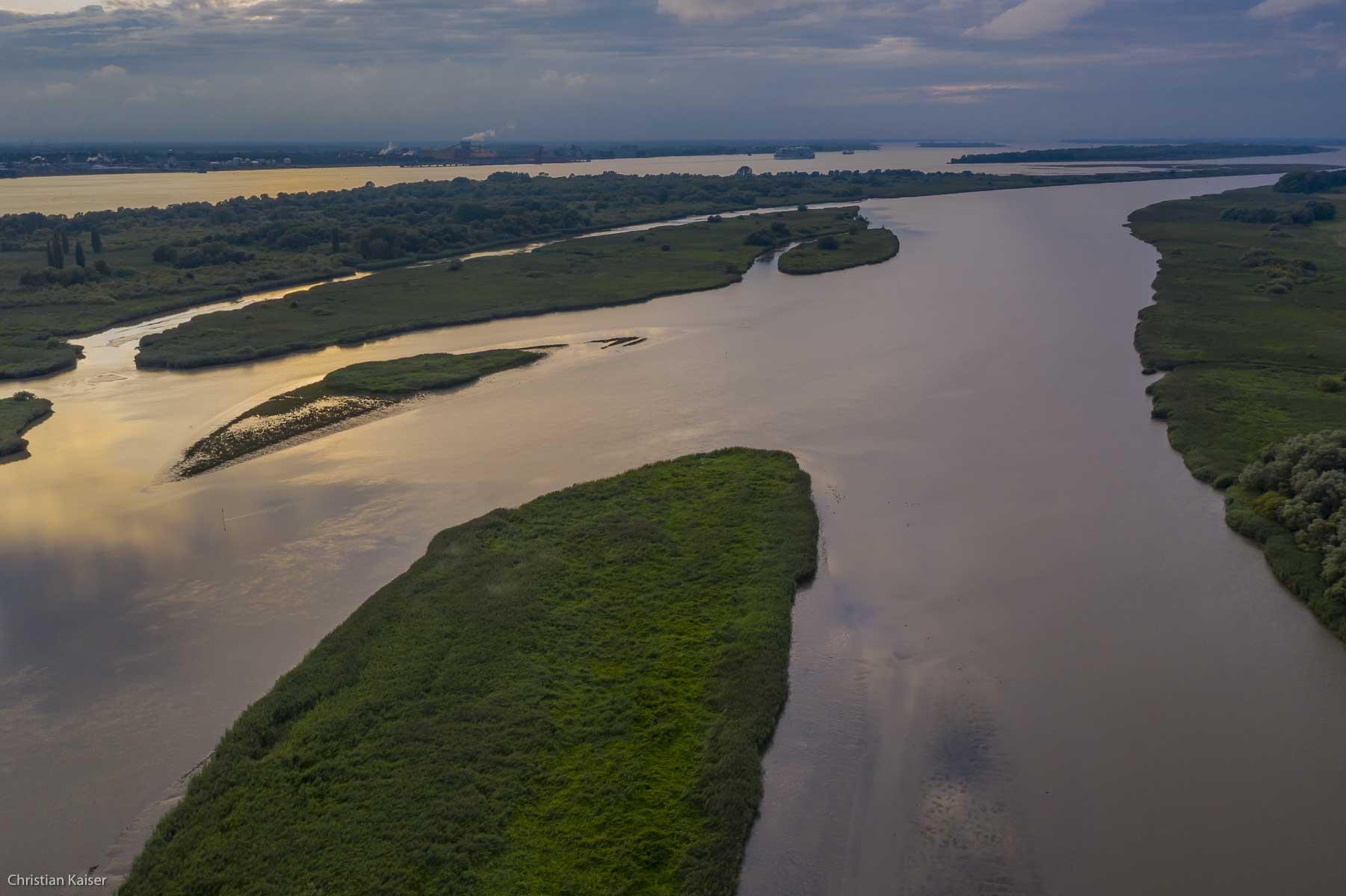 The Island Auberg-Drommel in the river Elbe