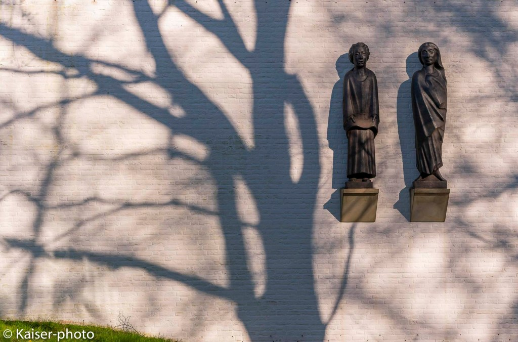 shadow of the tree on the wall with work of Ernst Barlach