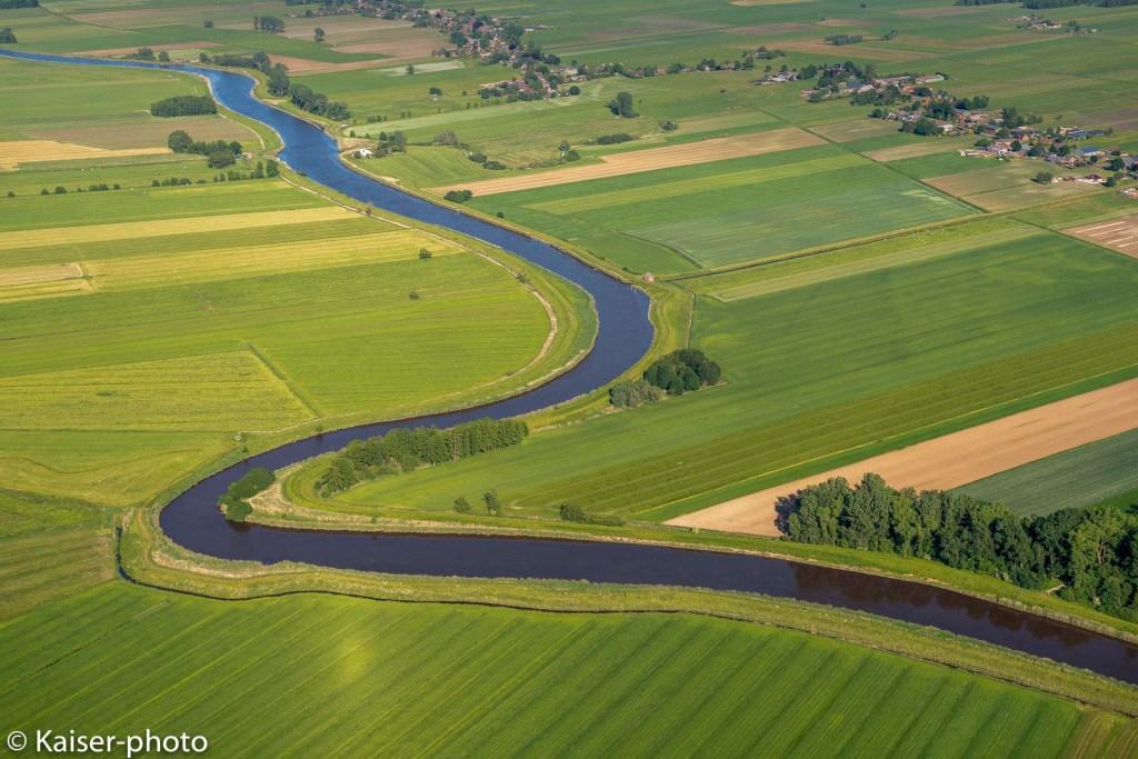 Blick aus dem Flugzeug auf die Stör. Stoer river. A meander in the Stoer river.