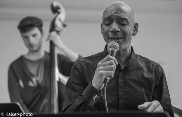 Kenneth Norris singing with Buggy Braune Trio