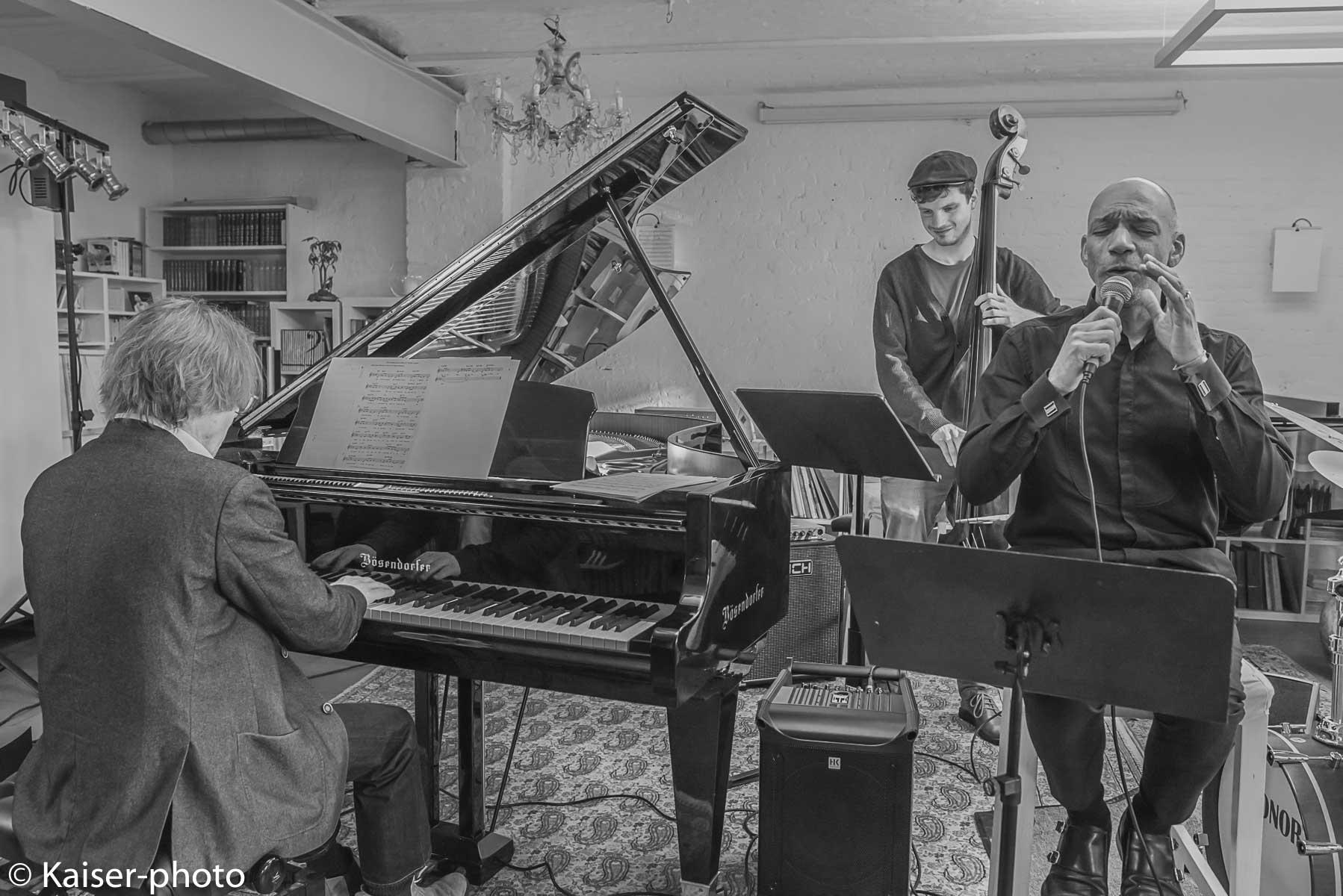 Buggy Braue Trio mit Ken Norris US Sänger im Konzert